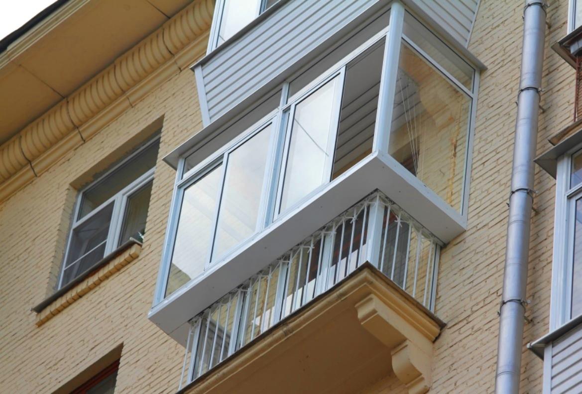 Фото балкона в брежневке остекление.